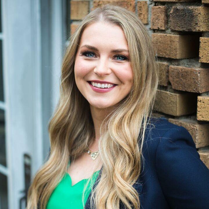 Sarah Hockenbury, Licensed Real Estate Associate Broker in Greenwood, BHHS Indiana Realty