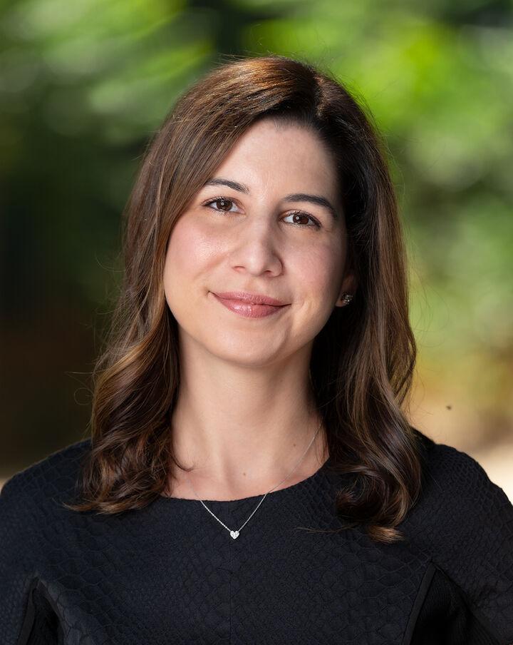 Liza Carneghi,  in San Jose, Sereno Group